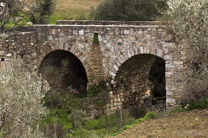 Остров Парос. Византийская тропа. Мост через ручей.