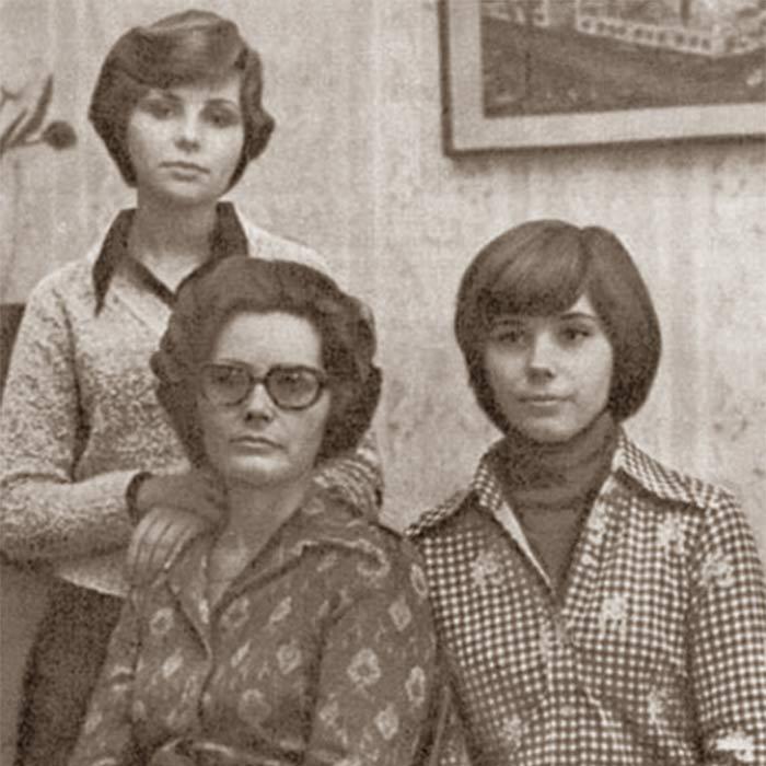 Валентина Ивановна Гагарина с дочерьми Еленой Юрьевной и Галиной Юрьевной Гагариными.