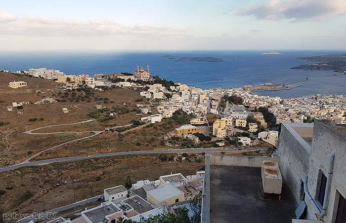 Остров Сирос. Эрмуполис. Вид на город от храма Св. Георгия.