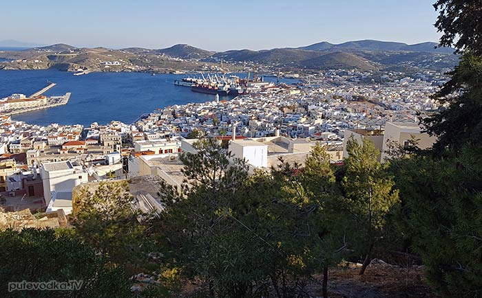 Остров Сирос. Эрмуполис. Вид на город от храма Св. Анастасиса.